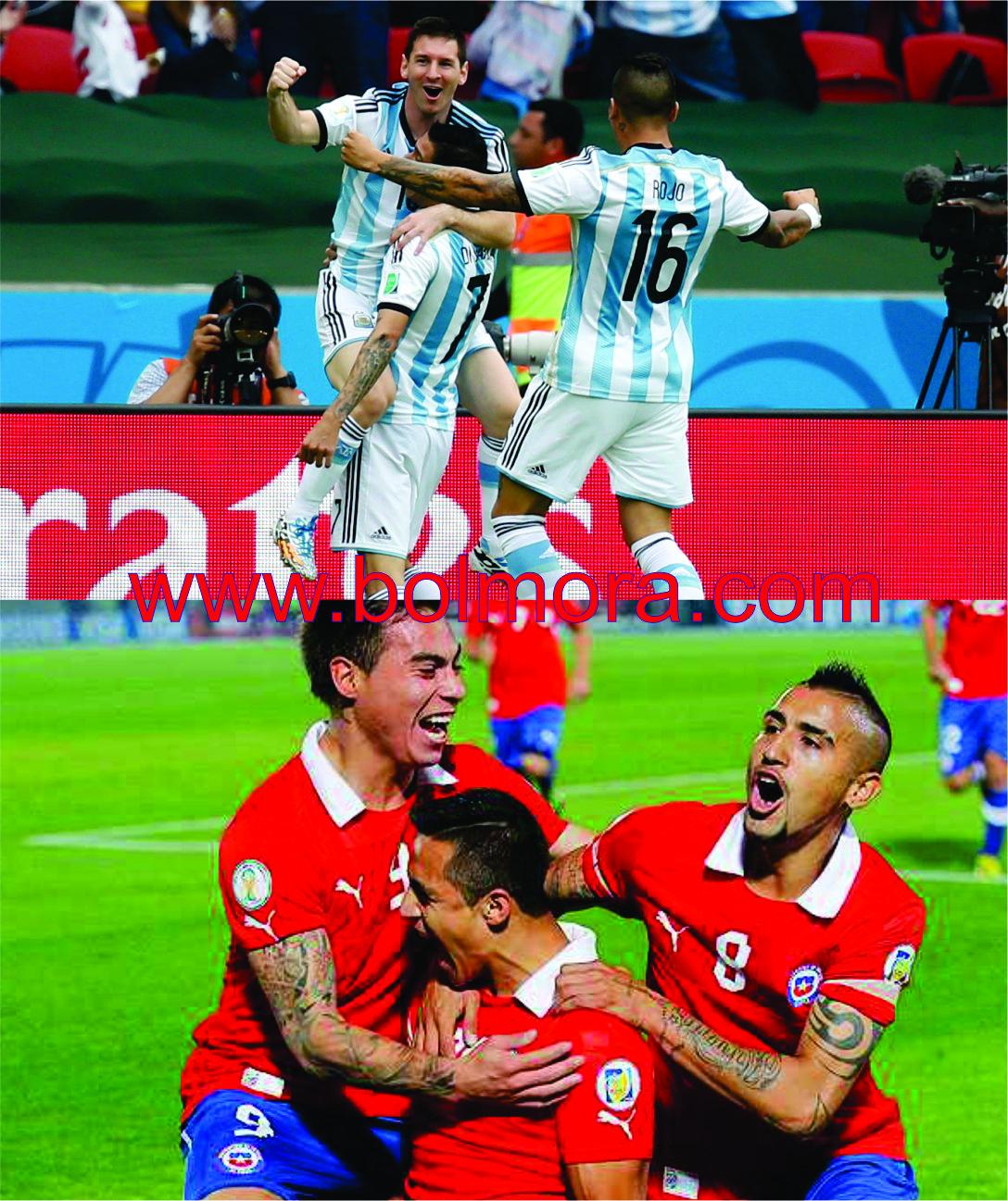 Foto Pemain Argentina dan Chile Saat Merayakan Gol
