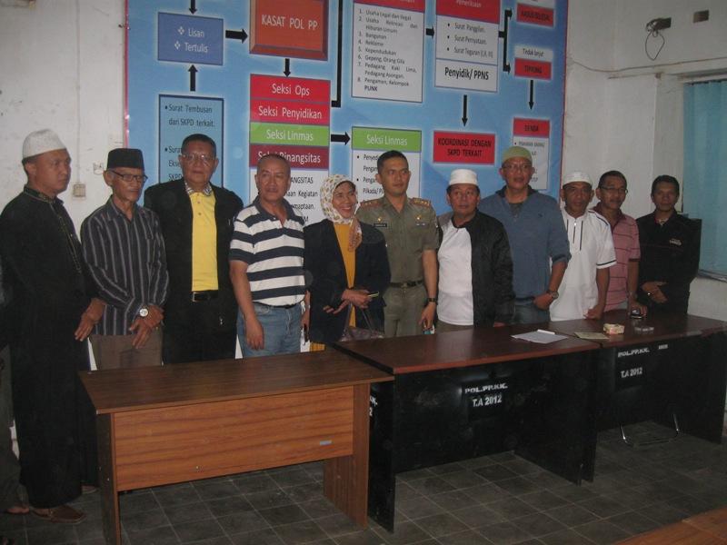 Foto bersama usai pertemuam membahas pengelolaan Bazar Ramadhan
