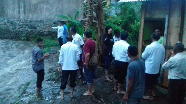 Dapur Warga Mogolaing Hanyut Terbawa Arus Air Sungai