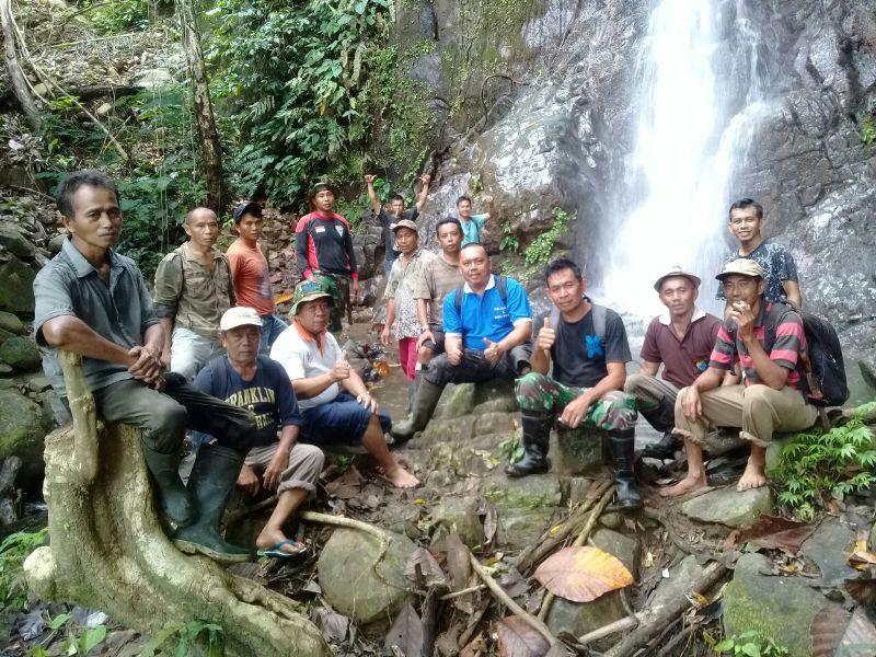 Masyarakat Kobo Kecil Laksanakan Kerja Bakti di Lokasi Air Terjun