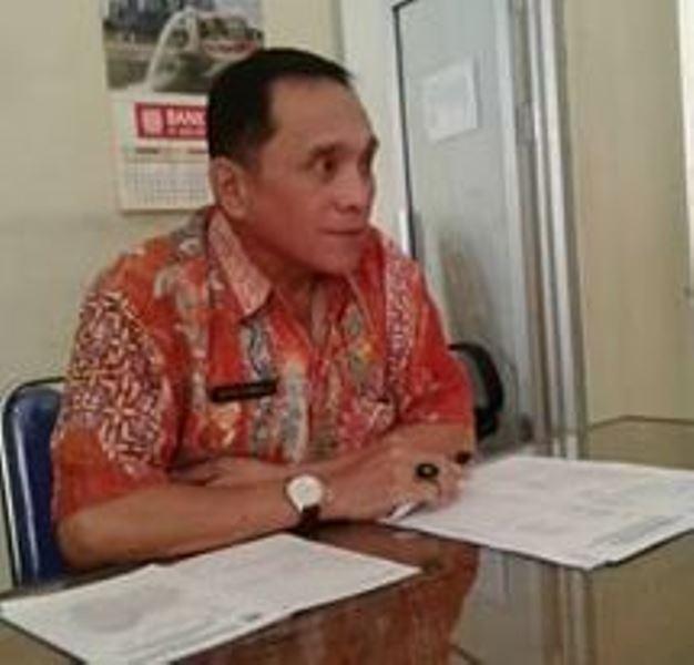 Calon Kepala Desa Bantu Warga Urus e-KTP