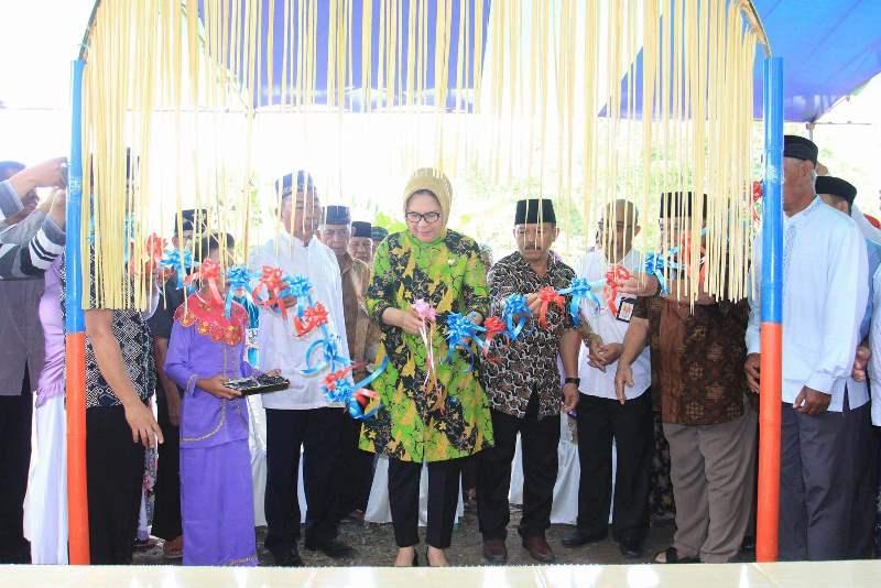 Wali Kota Resmikan Masjid Al-Kautsar Motoboi Kecil, Sekaligus Menyerahkan Bantuan Rastra