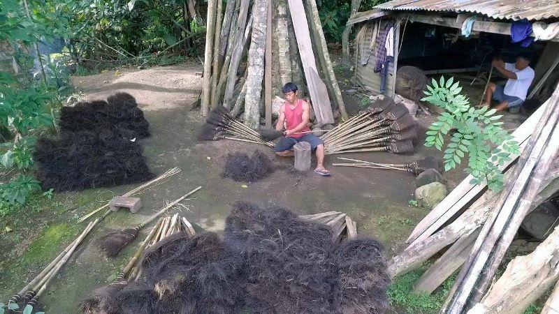 Desa Sia Penyuplai Sapu Ijuk di Kotamobagu dan Sekitarnya
