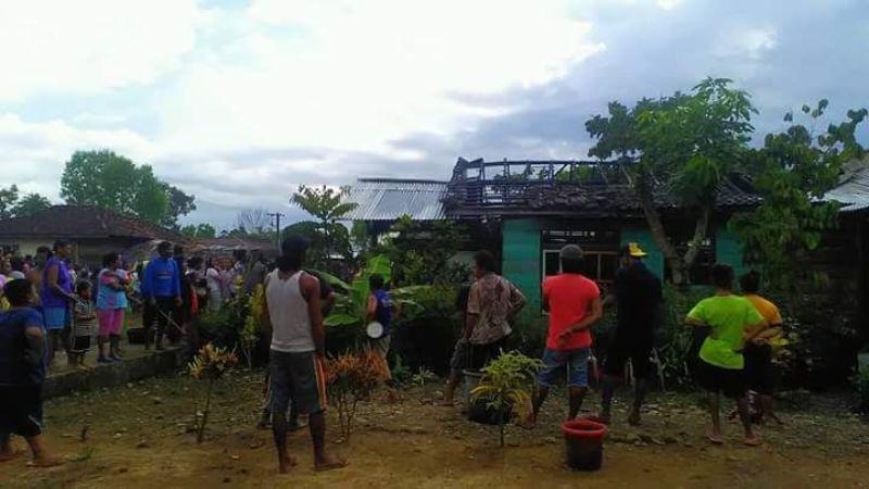 Akibat Atap Rumah Bocor, Rumah Ini Hangus Terbakar