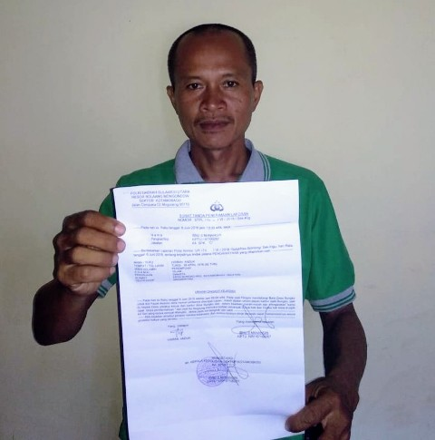 Setelah diduga melakukan pengancaman terhadap Badan Permusyawaratan Desa (BPD) beberapa waktu lalu, pagi tadi sangadi berinisial SKD alias Dandi tersebut diduga melakukan pemukulan kepada salah satu anggota BPD desa tersebut, yakni Hisram Andu