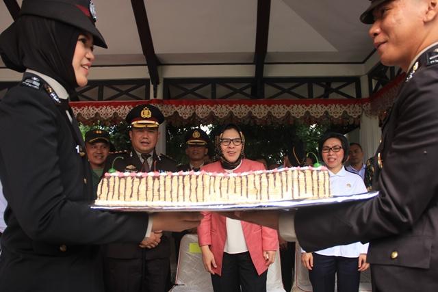 Kapolres Bolmong Beri Kejutan kepada Wali Kota di HUT Bhayangkara