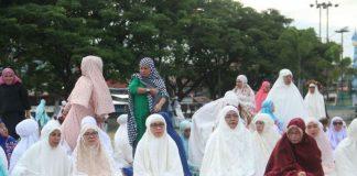 Bupati Kabupaten Bolaang Mongondow (Bolmong) Yasti Soepredjo Mokoagow, melaksanakan shalat Idul Adha 1439 Hijriyah, Rabu (22/8) pagi, bersama ribuan jamaah di Lapangan Daagon Lolak