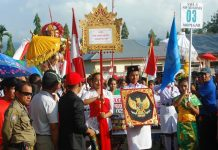Ribuan Masyarakat Tumpah Ruah Menyaksikan Kemeriahan Carnaval Peringatan HUT ke-73 RI di Dumoga