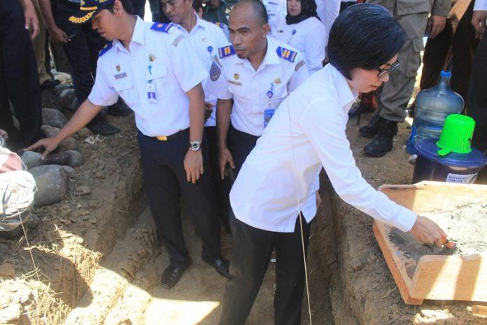 Bupati Bolmong Letakkan Batu Pertama Pembangunan Terminal Termegah di Sulut