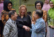 Watimpres Ajak Yasti dan Tatong Kunjungi Peternakan Sapi di Australia