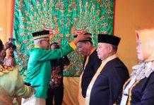 """Prosesi Penobatan Gelar Adat """"Kidoni Pangulu Agu Apango Doni Pangulu"""" kepada Bupati dan Wakil Bupati Bolmut Periode 2018-2023"""