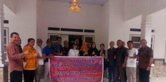 DPRD Bolmong Serahkan Bantuan Kemanusian di Palu