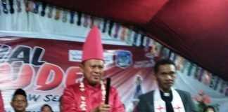 Dinilai Peduli dengan Kehidupan Masyarakat Nusa Utara, Hi Herson Mayulu Dianugerahi Gelar Adat Datung Banua