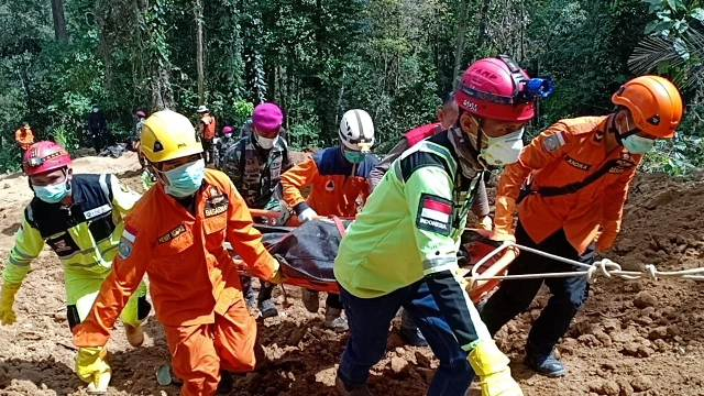 Pagi ini, Tim SAR Kembali Evakuasi 3 Kantong Jenazah di Lokasi Longsor Tambang Emas Bakan