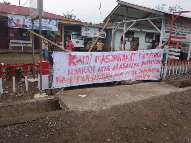 Pintu Puskesmas Disegel Warga, Pelayanan Kesehatan di Tanoyan Terganggu.