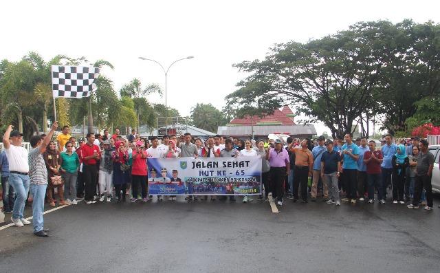 Rangkaian HUT Kabuoaten Bolmonmg Dibuka dengan Jalan Sehat