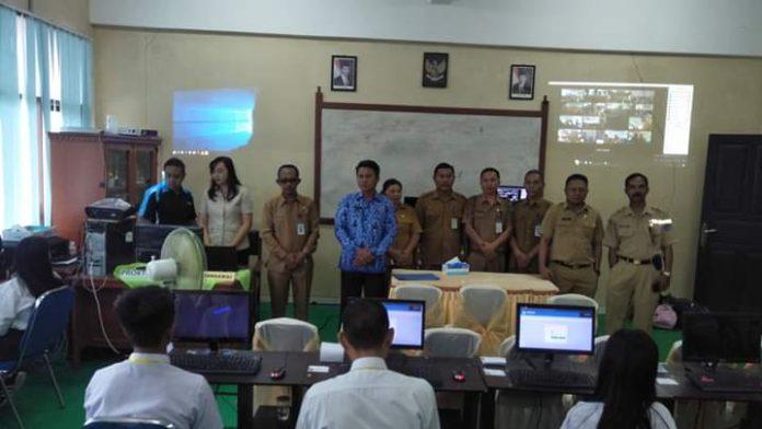Sekda Bolmong Buka UNBK Tingkat SMP Se-Kabupaten Bolmong