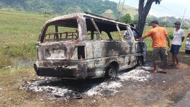 1 Kendaraan Roda Empat Ludes Terbakar di Jalan Kelurahan Inobonto