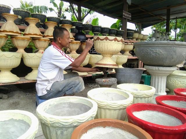 Usaha Kerajinan Pot Bunga Milik Tambrin Cukup Menjanjikan Bolmora Com