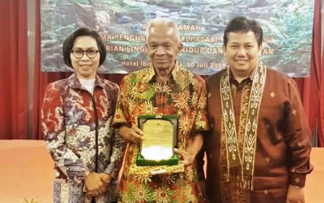 Bupati Bolmong Dampingi Peraih Penghargaan Kalpataru 2019