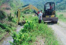 Datangkan Alat Berat, Angota DPRD Ini Bantu Bersihkan Irigasi Petani