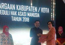 Pemkab Bolmong Terima Penghargaan Perduli HAM