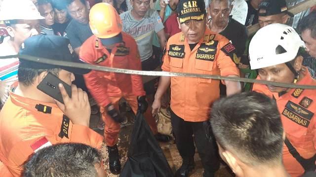Tim Basarnas Manado Evakuasi Warga Desa Kamanta yang Jatuh di Sumur