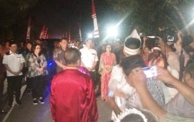 Yasti Dampingi Rombongan Gubernur Menghadiri Upacara Adat Tulude di Labuan Uki
