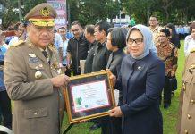 Tatong Bara Terima Piagam Penghargaan K3 dari Gubernur Sulut