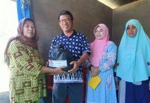 Majelis Hijrah Boltim Berbagi Paket Sembako kepada Warga Miskin