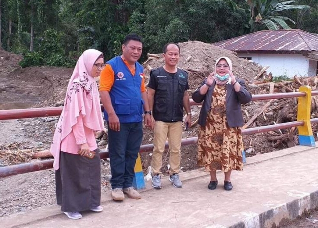 Anggota DPRD Sulut Nursiwin Dunggio Kunjungi Lokasi Banjir di Desa Domisil dan Pangi
