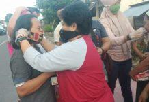 Ketua KNPI Boltim Jawab Tantangan Pemuda Bongkudai dengan Bagi-bagi Takjil dan Masker