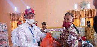 Bupati Salurkan Bantuan Paket Sembako kepada Pegawai Syar'i dan Pimpinan Jemaat di Bolsel