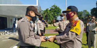 Kapolres Kotamobagu Bagikan Masker kepada Seluruh Jajaran dan Anggotanya