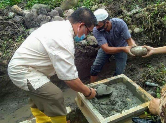 Nayodo Letakkan Batu Pertama Pembangunan Masjid Hasan Usman