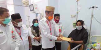Jengkuk Pasien Rujukan Asal Bolsel, Bupati Berikan Bantuan Rp10 Juta untuk Pengobatan