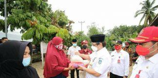 Pemkab Bolsel Kembali Salurkan Bantuan Sembako Dampak Covid-19 di Kecamatan Pinolosian Tengah