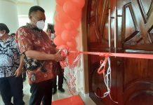 Olly Disambut Tarian Adat Kabasaran Saat Peresmian Rumah Ibadah di Minahasa