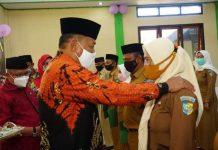 Bupati Bolmut Serahkan SK Pengesahan dan Pengangkatan Pejabat Sangadi