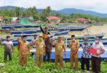 Kelompok Nelayan di Bolsel Terima Bantuan Perahu Beserta Perlengkapan Tangkap Ikan