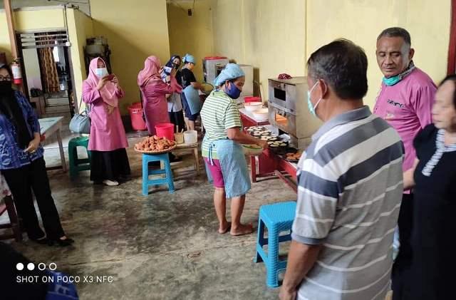 Disperindagkop-UKM Bone Bolango Kunjungi Usaha Kolombeng Selai di Kota Kotamobagu