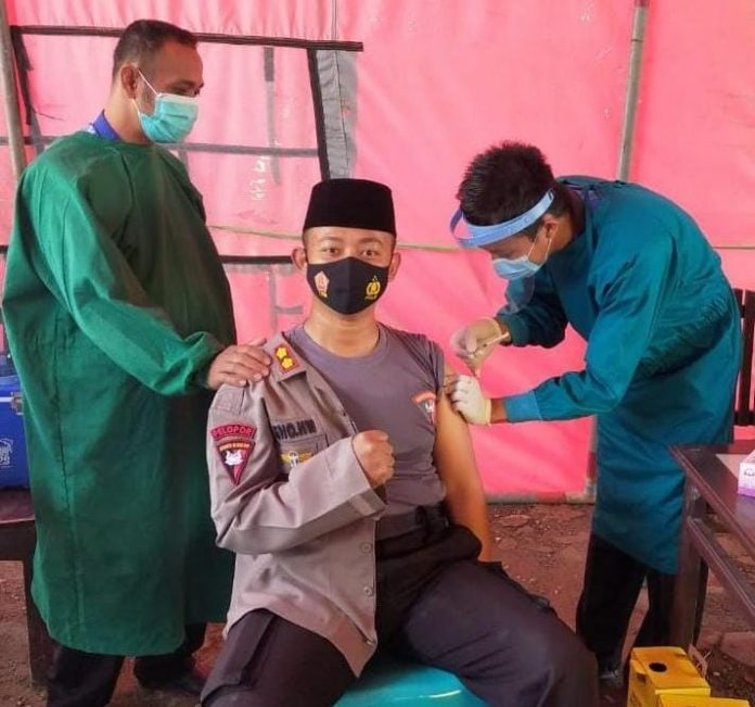 Kapolres Buol Menerima Suntik Vaksin Dosis Kedua