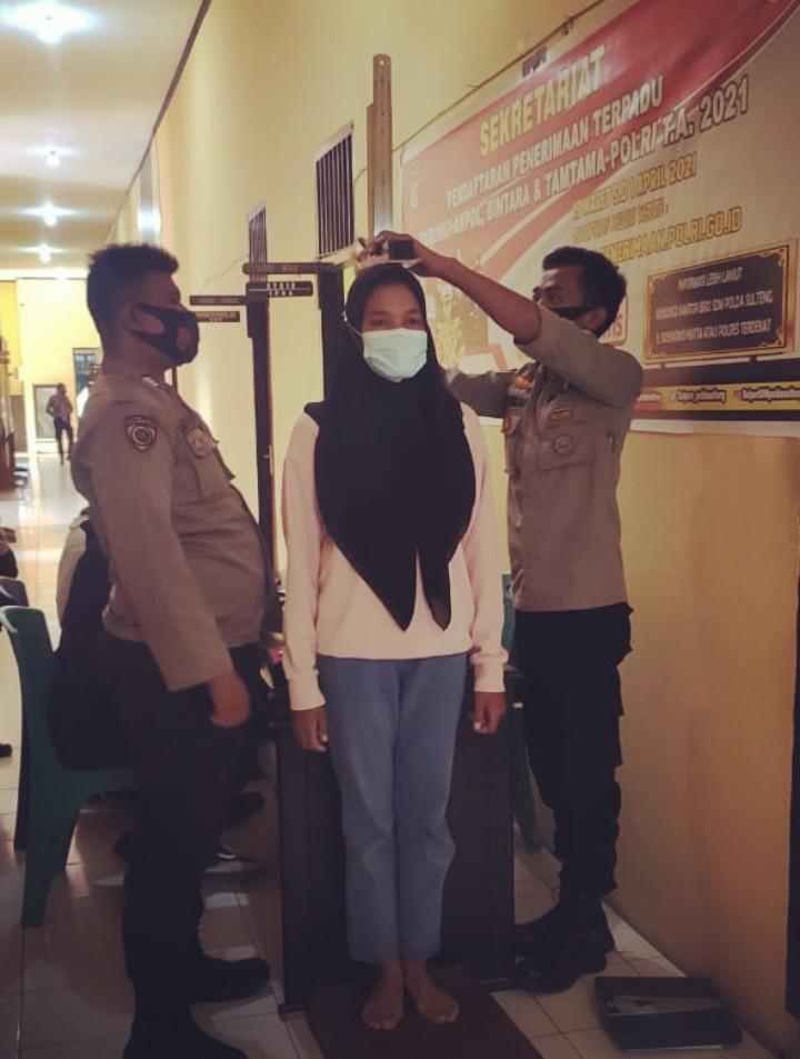 Calon Siswa Polisi Jalani Pemeriksaan Tinggi dan Berat Badan di Polres Buol