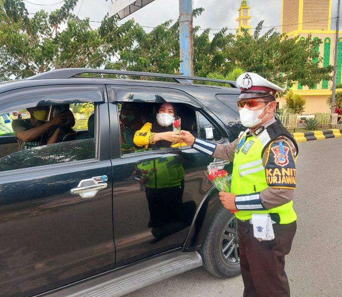 Satlantas Polres Buol Berbagi Kebahagiaan di Hari Kartini
