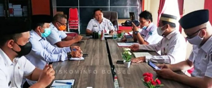 Sekda Bolsel Pimpin Rapat Penyederhanaan Birokrasi