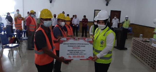 Wali Kota Tatong Bara Launching Padat Karya Tunai CFW KOTAKU