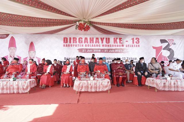 Iskandar-Deddy Hadiri Paripurna Memperingati HUT ke-13 Kabupaten Bolsel
