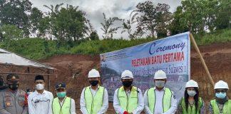 H2M Bersama Bupati dan Wabup Bolsel Lakukan Peletakan Batu Pertama Rumah Nelayan di Desa Tabilaa