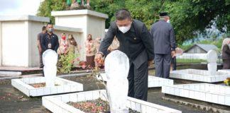 Peringati HUT RI Ke-76, Wakil Wali Kota Nayodo Koerniawan Tabur Bunga di Makam Pahlawan