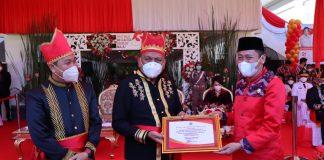 Momen HUT ke-57 Provinsi Sulut, Bupati Bolsel Terima Penghargaan dari Gubernur Olly Dondokambey